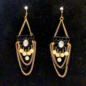 Gorgeous!! Chandelier rhinestone & pearl earrings.